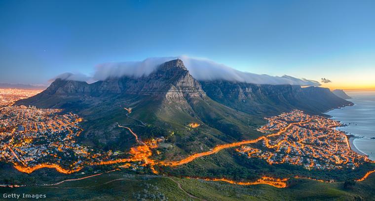 A névadó tárgyra határozottan emlékeztető Asztal hegy Fokváros jellegzetes hegye
