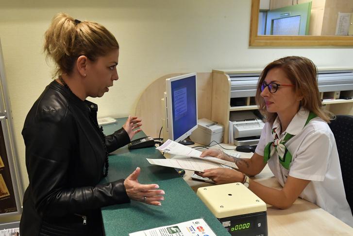 Egy ügyfél a Magyar Állampapír Plusz (MÁP Plusz) értékesítésérõl érdeklõdik