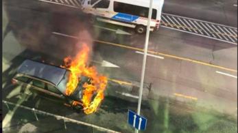 Kiégett egy autó a Hegyalja úton