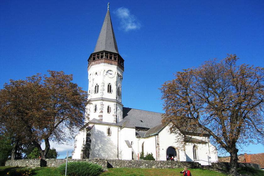 Európában egyedülálló kincset őriz Gyöngyöspata: Jézus családfáját mutatja meg a különleges magyar oltár