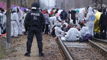 Környezetvédők ostromolják a kelet-németországi szénbányákat