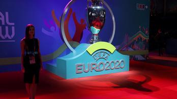 A világbajnok Budapesten futballozik az Eb-n