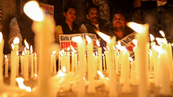 Négy férfi beismerte, hogy megerőszakoltak és élve elégettek egy nőt Indiában