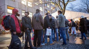Kitoloncolt menedékkérők ezrei élnek Németországban