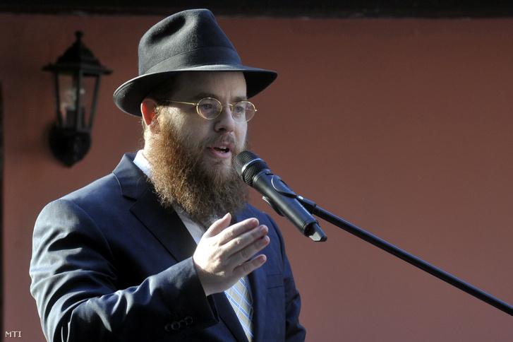 Köves Slomó az Egységes Magyarországi Izraelita Hitközség (EMIH) vezetõ rabbija