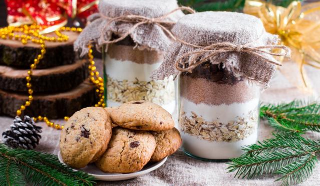 Sütiajándék, amiről később is eszébe jutsz: mandulás-fehér csokis muffin üvegben