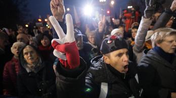 Több városban tüntettek a lengyel igazságügyi reform ellen