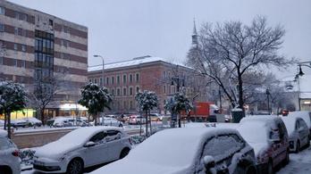 Esik a hó, napközben -1 és + 4 fok között lesz a hőmérséklet