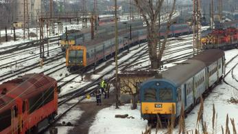 A MÁV elesett: késnek és torlódnak a vonatok a Nyugati pályaudvaron a havazás miatt
