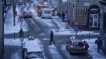 Karácsony: Elfogadhatatlan, hogy a hóesés lebénítsa a várost