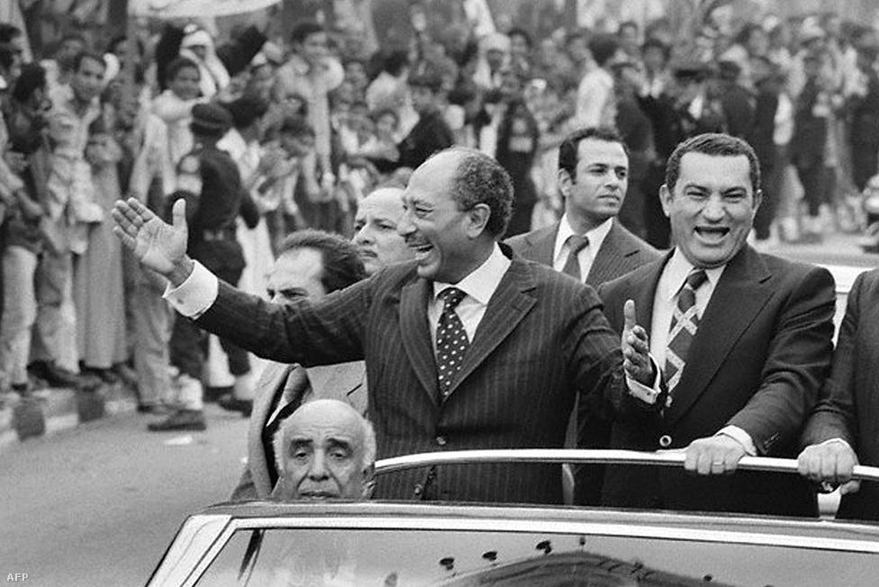 1975-től Anvar Szadat államfő mellett Egyiptom  elnökhelyettese volt.