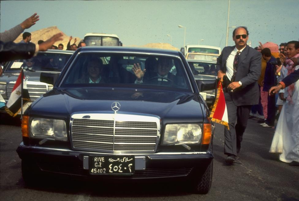 Hoszni Mubarak saját maga vezetett, amikor 1993-ban a népszerű Vörös tenger melletti üdülőhelyre látogatott, ahol iszlám terroristák négy turistát öltek meg.