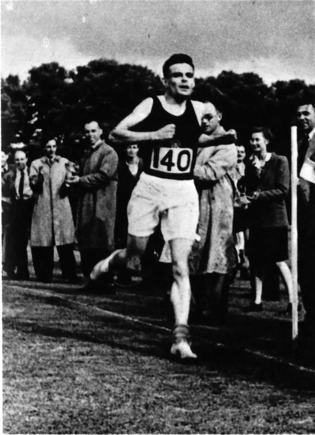 Alan Turing egy maratoni versenyen.