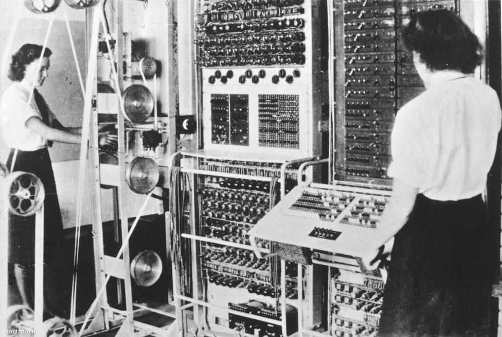 1943. Colossus, a német titkosítás feltörésére tervezett elektronikus számítógép a Bletchley Park-i bázison.