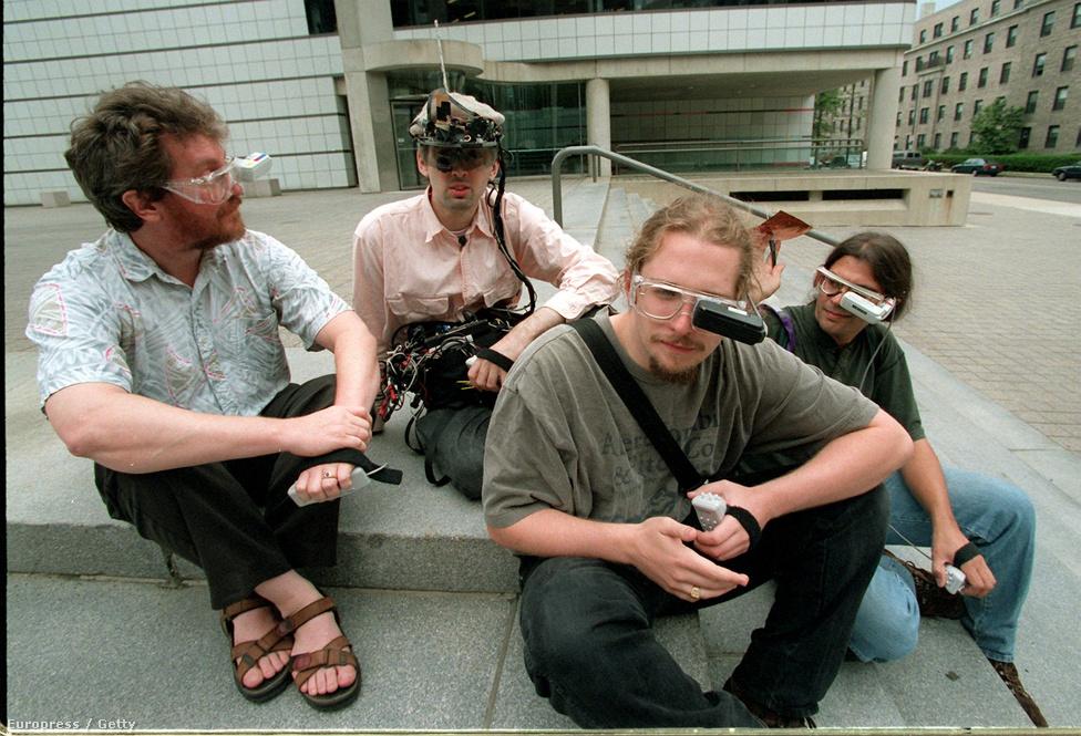 1996. A MIT (Massachusetts Institute of Technology) kiborgjai (Alex Pentland professzor, valamint tanítványai: Rehmi Post, Thad Starner és Steve Mann) az ember és a gép interakcióját kutatják a testükre szerelt hordozható számítógépek segítségével.