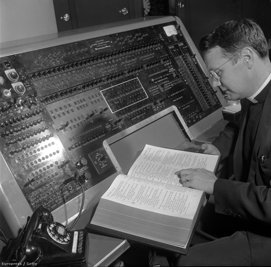 1955. A Biblia szómutatójának készítése az Eckert-Mauchly féle Univac-on. Az Univac volt az első szélesebb körben elterjedt programozható számítógép - összesen 46-ot gyártottak és üzemeltek be belőle.