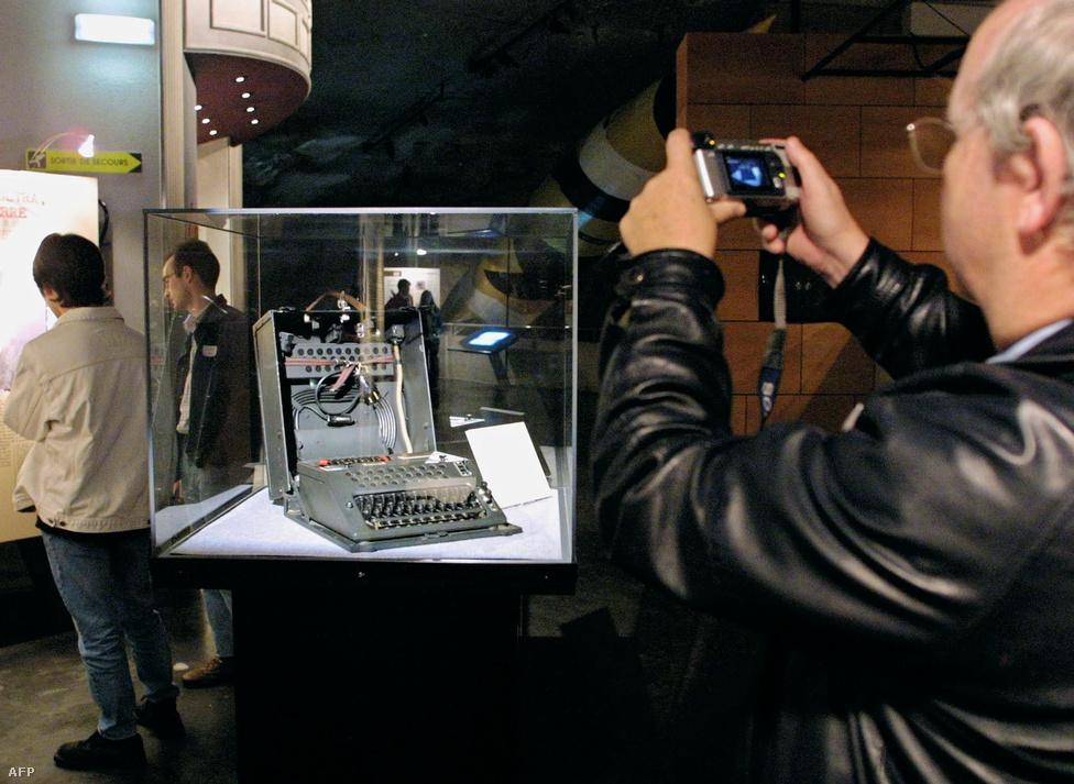 2001. november 1. Múzeumi kiállításon egy Enigma.
