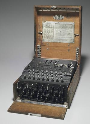 Egy megmaradt Enigma kódfejtőgép