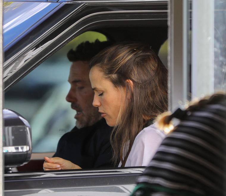 További érdekesség, hogy a színésznő egykori ura kocsijával közelítette meg a helyszínt