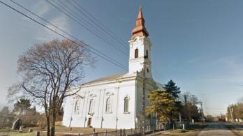 A toronyórát igazította, amikor kizuhant a pap a templomból Magyarbánhegyesen