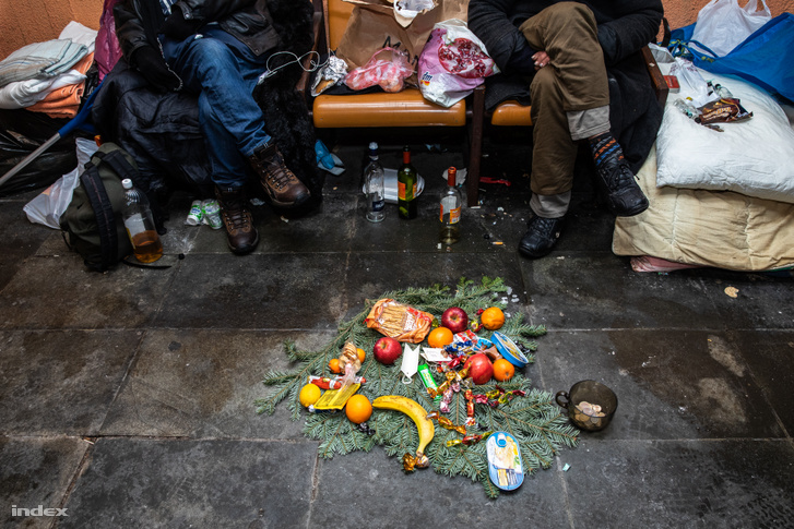 Karácsonyozás egy budapesti aluljáróban 2018-ban