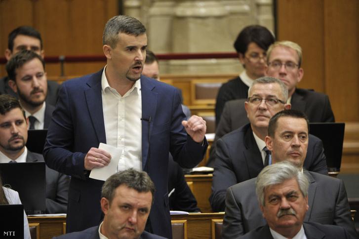 Jakab Péter a Jobbik frakcióvezetője azonnali kérdést tesz fel az Országgyűlés plenáris ülésén 2019. november 18-án