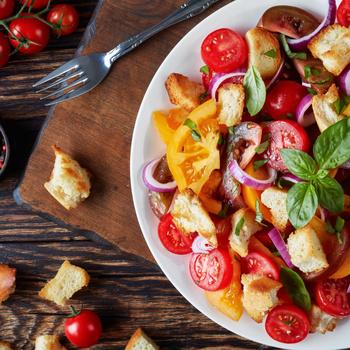 Filléres téli paradicsomsaláta: maradék kenyérből is tökéletes