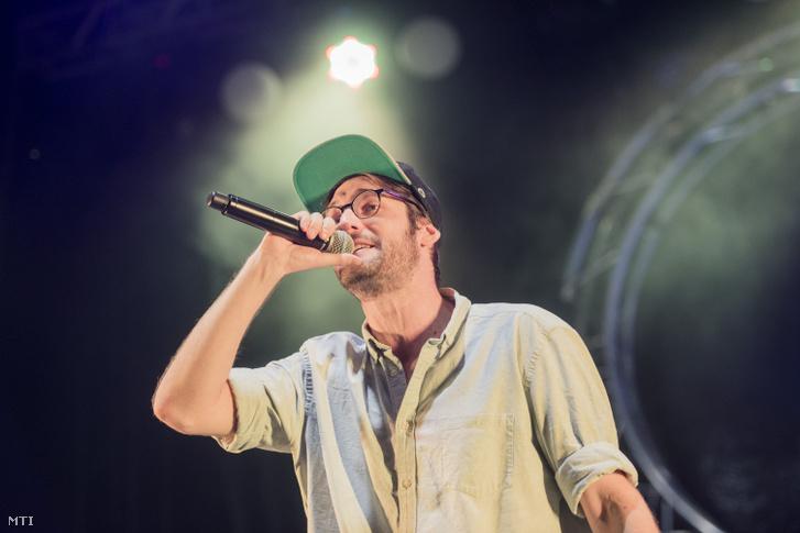 Závada Péter az Akkezdet Phiai együttes koncertjén a Fishing On Orfû fesztivál második napján 2018. június 21-én.