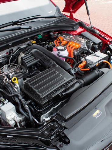 214 lóerőt tud együtt az 1,4 TSI és a villanymotor