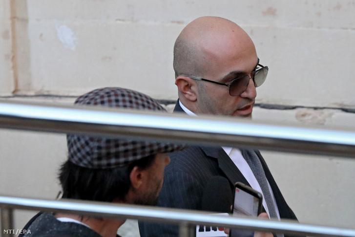Yorgen Fenech máltai üzletember távozik a máltai bíróságról Vallettában 2019. november 29-én.