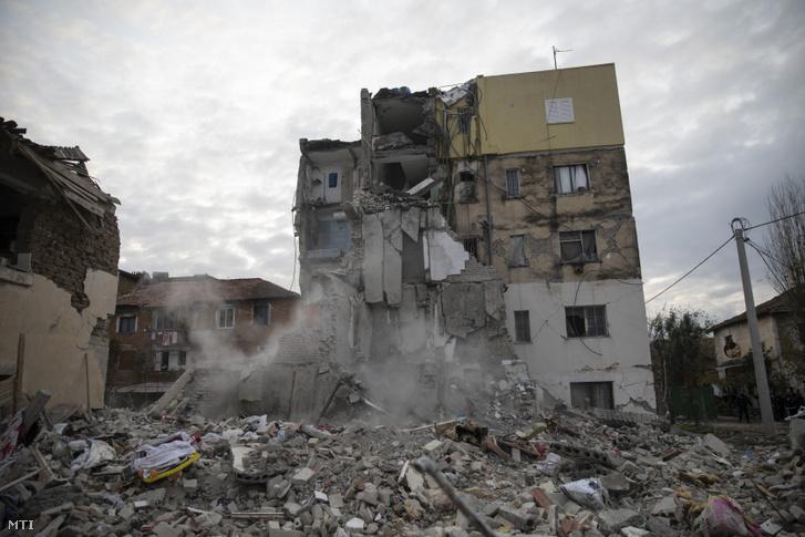 Megrongálódott lakóház Thumane városban 2019. november 27-én