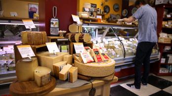 Az USA 100 százalékos büntetővámot vetne ki a francia sajtokra és pezsgőkre