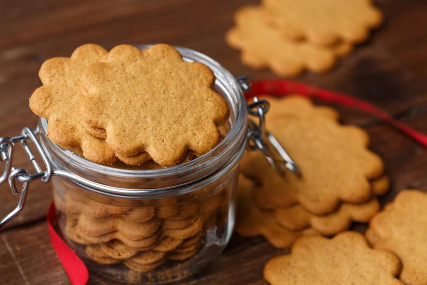 Illatos, omlós svéd gyömbéres keksz: sokáig eláll a sütis dobozban