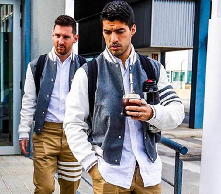 Messi és Luis Suarez a reptéren