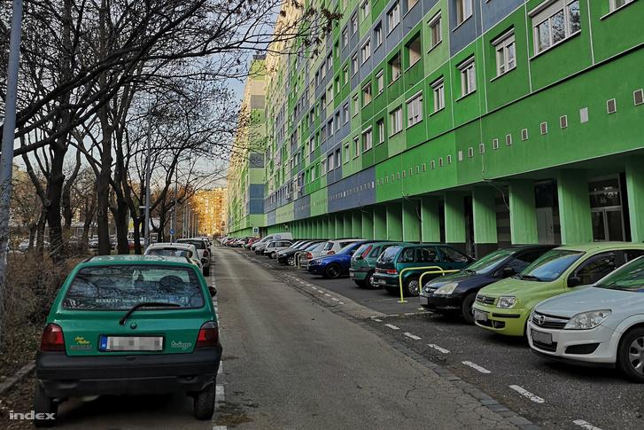 Parkoló autók Óbudán