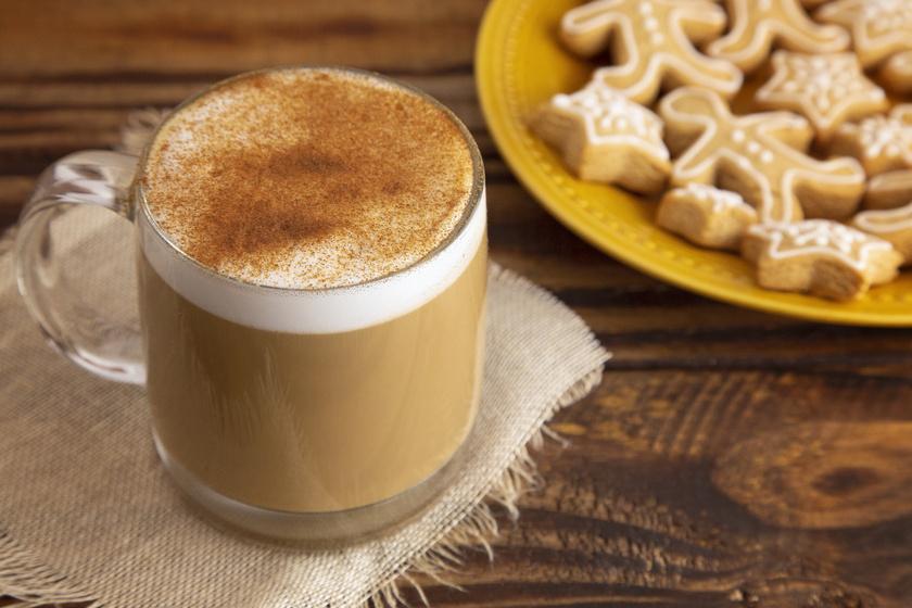 Mézeskalácsos latte otthon készítve: igazi karácsonyi forró ital