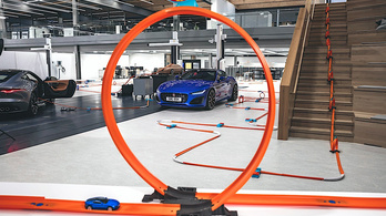 Jót medzsóztak a Jaguarnál az F-Type-pal