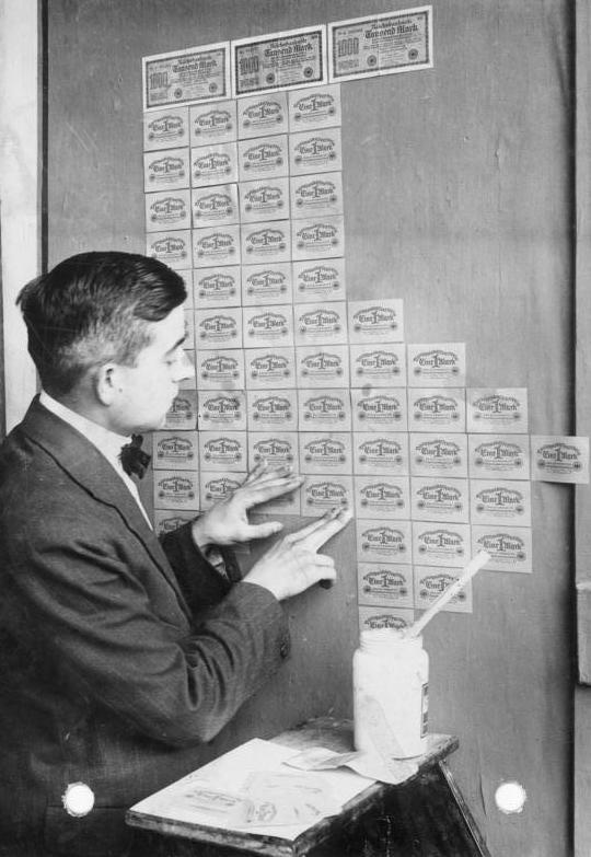 Tapétaként használt bankjegyek 1923-ban