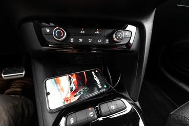 Tekerős és nyomógombos szellőzésvezérlés a Corsában, ez pedig simán kívánatosabbá tudja tenni a többi CMP-platformos autónál