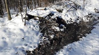 Eldugult a vízvezeték, ömlött a szennyvíz a mátraházi Tetves-rétre