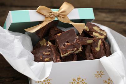 Olyan finom, mint a házi tejkaramella, csak a fudge-ban csoki is van - Egyszerű receptet mutatunk