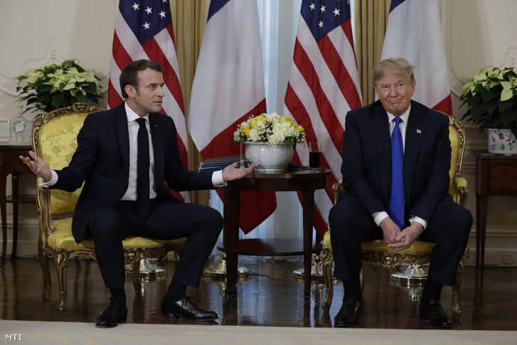 Emmanuel Macron francia (b) és Donald Trump amerikai elnök kétoldalú találkozója a Winfield Házban a NATO megalakulásának 70. évfordulója alkalmából tartott kétnapos londoni csúcsértekezlet kezdete előtt 2019. december 3-án.