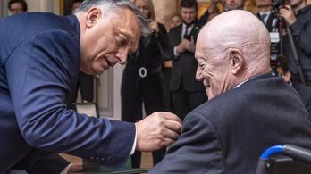 Orbán kitüntette a Sorost bíráló brit filozófust
