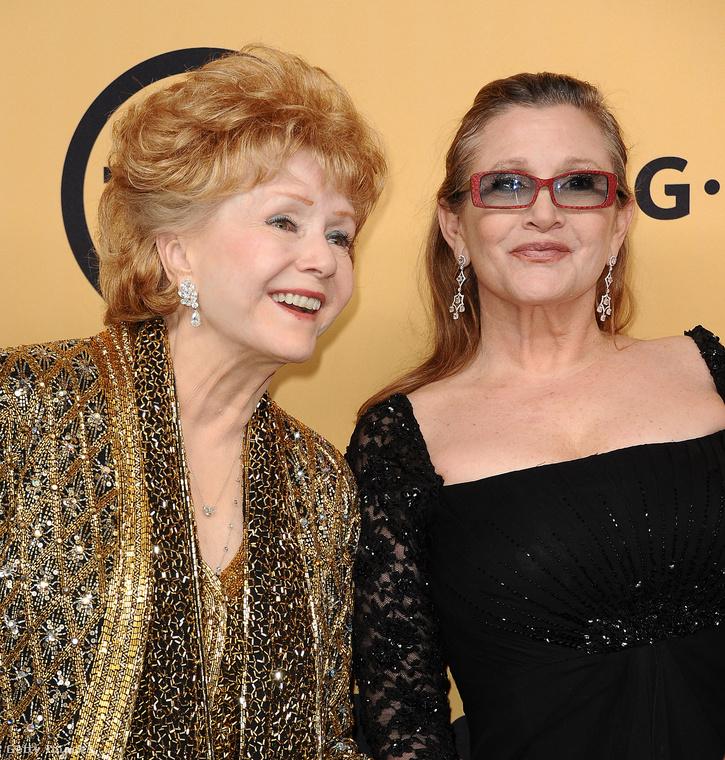 December 27-én elhunyt továbbá Carrie Fisher, a Star Wars-filmek Leia hercegnője, és másnap meghalt az édesanyja, Debbie Reynolds színészlegenda is