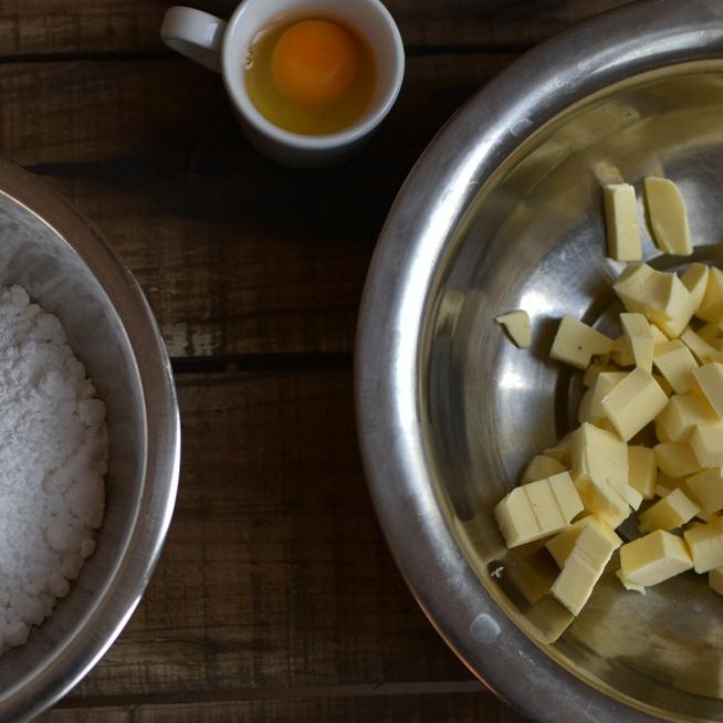 Hogyan lesz omlós és könnyű a linzer a karácsonyi sütikhez?