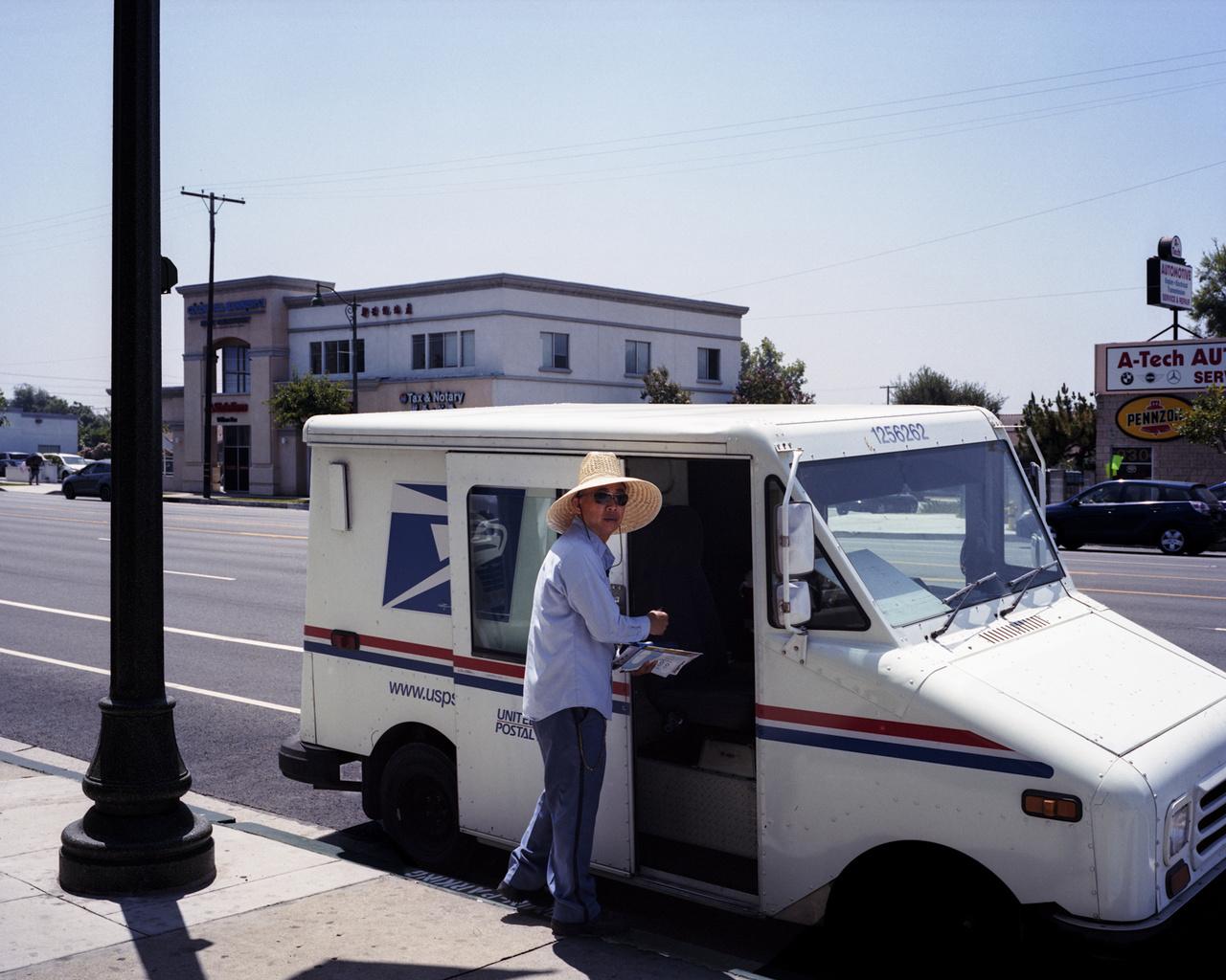 Postás a San Gabriel-völgyben, Kaliforniában.