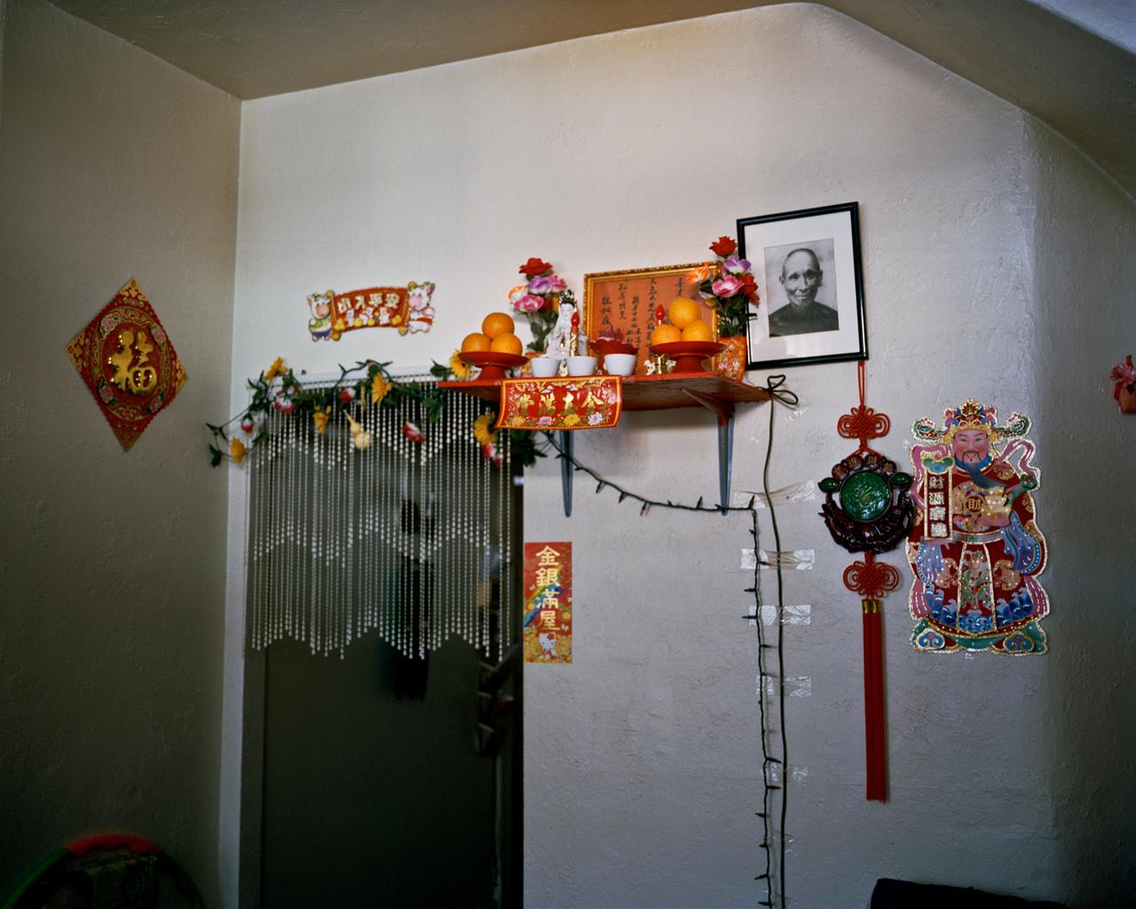 A Zhu-család otthoni oltára.