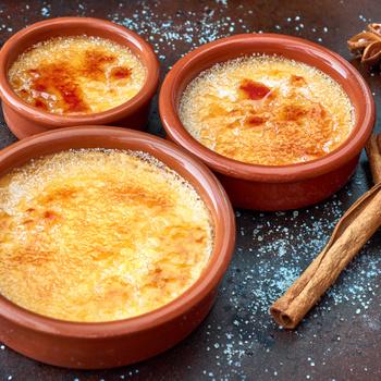 Lágy, francia desszert, amit előző nap is elkészíthetsz: creme brulée karácsonyi változatban