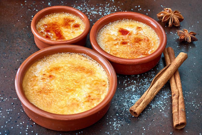 Lágy, francia desszert: creme brulée karácsonyi változatban