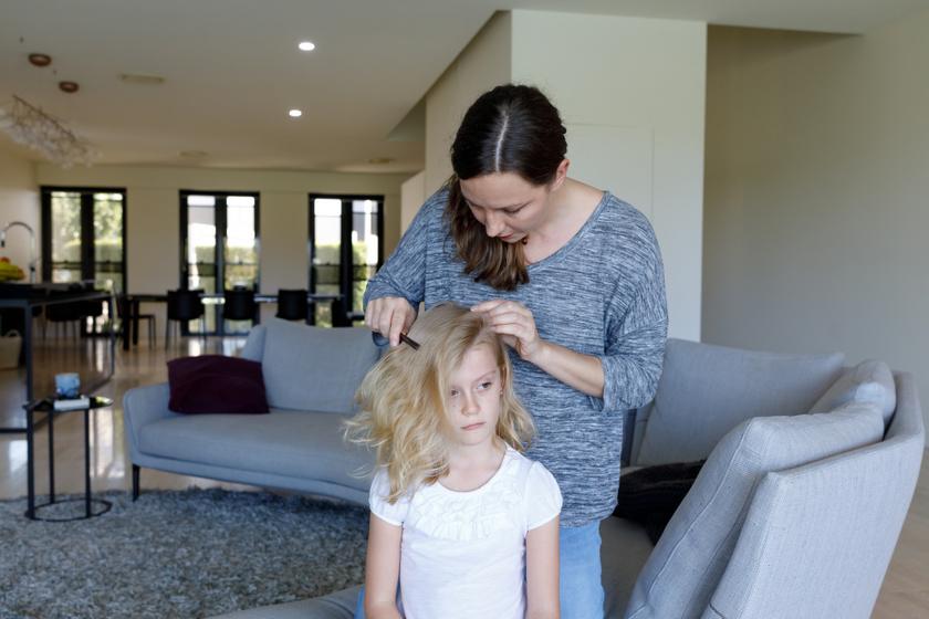 7 egészségügyi ok, amiért a gyereknek hullhat a haja: érdemes utánajárni
